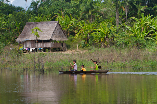 Children paddle their canoe on the Arona River.